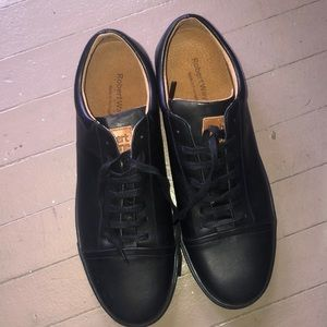 Robert Wayne new men's black shoes